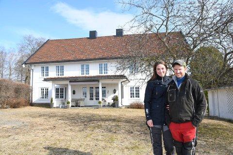 Kristin Helene Jakobsen og Kristian Dæhlin har realisert drømmen om egen gard. 1. mars fikk det nøklene til Windju gard, som er lokalisert snaue to kilometer sør for Ringsaker kirke. Samboerparet betalte 15 millioner kroner.
