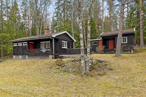 SOLGT: Fritidseiendommen i Kilebuveien i Degernes ble solgt til prisantydning. Hytta ligger like ved Langetjern og kort vei fra Kolbjørnsviksjøen.