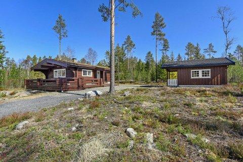 RØRBUA: Fritidseiendommen ved Rørvannet har et bruksareal på 79 m2 og et tomteareal på 2106 m2.