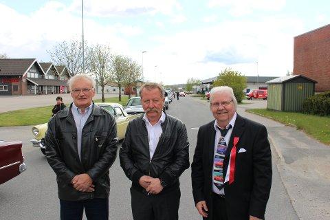 F.v: Eivind Sæves, Frank Karlsen og Terje Saethre er storfornøyde med oppmøte på årets 17.mai-cruising.