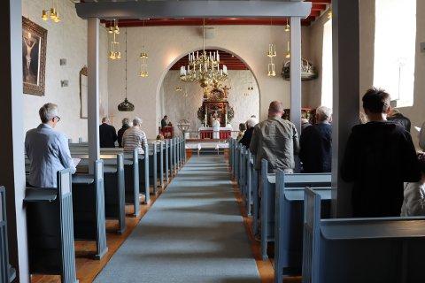 - SAVN: Sogneprest Svein Olav Nicolaisen tok imot menigheten til gudstjeneste i Rakkestad kirke for første gang på to måneder, og sa det hadde vært et savn.