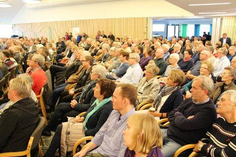 Befolkningsutvikling: En relativt høy andel av innbyggerne i Rakkestad er over 55 år. Bildet er fra et folkemøte i 2016.