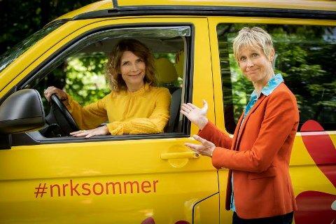 SOMMERBILEN: Herborg Kråkevik og Linda Eide drar til Halden.