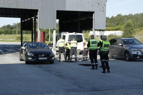 Det har vært 2863 bortvisninger på grenseovergangene i Halden og Aremark siden reiserestriksjonene som ble innført i mars.