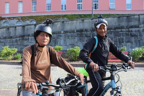 SYKKELTUR TIL ALLE NORGES KOMMUNER: Aruna og Rajendra Prasad Shukla skal sykle i alle Norges kommuner. Onsdag var de i Haugesund, Karmøy, Sveio og Tysvær.