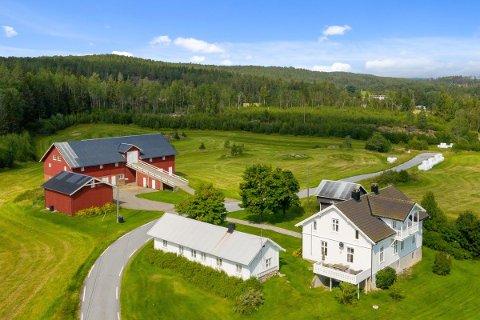 SELGES: Teigen gård i Aremark er lagt ut for salg for 11 millioner kroner.  Landbrukseiendommen er totalt på 5858 dekar, hvorav det aller meste er skog.