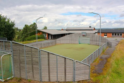 ØNSKER Å SELGE: Østbygda IL har hatt ansvar for å drifte og vedlikeholde ballbingen på gamle Østbygda skole i 16 år. De ønsker å selge ballbingen til de nye eierne, men står da i fare for å måtte betale tilbake 70.000 kroner til Kulturdepartementet.