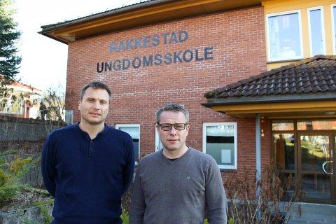 FORBEREDT: Skolesjef i Rakkestad kommune, Morten Vedahl (t.h), forteller at de var godt forberedt på å gå over til rødt nivå - og på en eventuell nedstengning. Her sammen med rektor på Rakkestad ungdomsskole, Lars Fagerhøi.