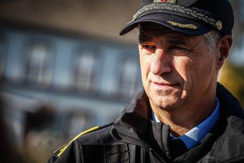 Tar selvkritikk: Seksjonsleder for nærpolitiet i Rakkestad, Kjetil Lunde vedgår at politiet kunne ha snakket bedre med kommuneledelsen etter å ha fått en bekymringsmelding om person som ringte folk og ba om penger.