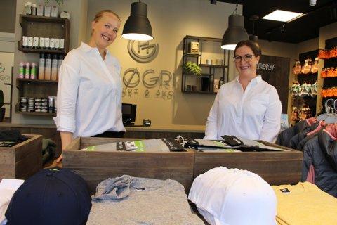 Forhåpningsfulle: Christine Høie fra Høgri Sport & Sko (t.h), gleder seg stort til sommerlørdag i sentrum, 19. juni. Her ser vi henne sammen med Maia Grimsrud.