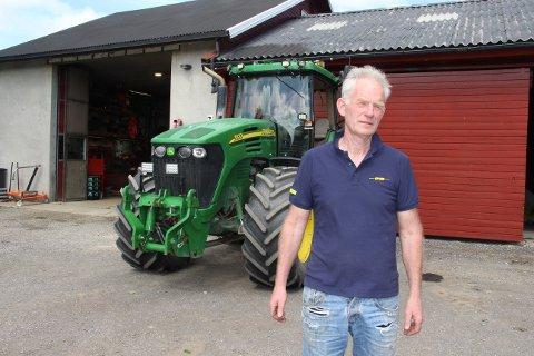 Frastjålet: Hans Emmerhoff (62)opplevde at to traktorer ble ribbet for GPS-utstyr mens de sto på tunet om natten.