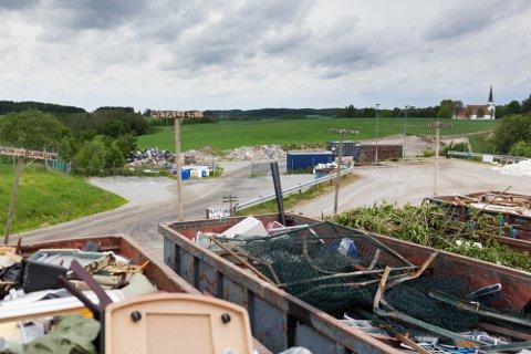 Forbud: Fra 1. januar 2022 er det ikke lenger tillatt å levere avfall i fargede søppelsekker på Kopla renovasjonsplass.