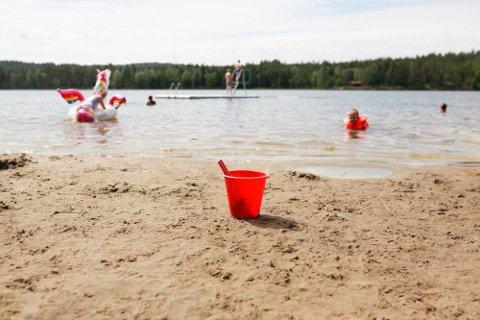 Varmt: Du kan trygt ta deg en dukkert på en av badeplassene i Rakkestad, vanntemperaturen er både varm og av god kvalitet.