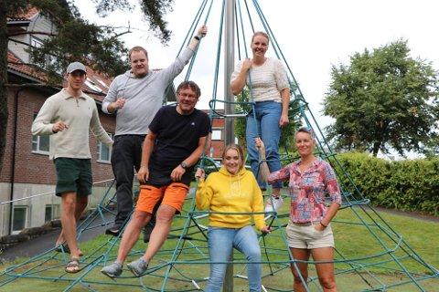 Glad gjeng: Det er den samme gjengen som var med i sommer som også kommer til å være delaktige i høst.  Fra venstre: Emil Støten, Marius Winsjansen, Magne Bjørnstad, Olivia Westad Torper, Rikke Vedahl og Tone Glomsrud.