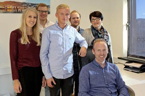 VOKSER: Bluecon er en bedrift i vekst. Her representert ved Marlén Nevervei, Tarjei Solli, Mathias Reinertsen, Lars Martin Sølberg, Laila Solbakk og Terje Larsen Nicolaysen. Foto: Pål Leknes Hanssen