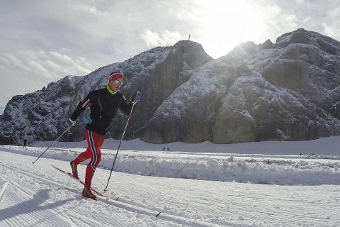 I ALPENE: B&Y ILs Rolf Einar Jensen har trent på nysnø i alpene den siste tiden. Om en måned er det sesongstart. Foto: Privat