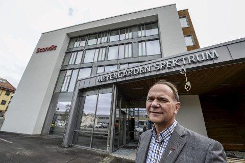 STOLT: Direktør Ove Bromseth sier de ikke hadde regnet med å få pris, men syns det er fantastisk. Foto: Øyvind Bratt