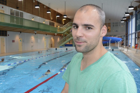 Oppgitt: Miodrag Stankovic trener Rana Svømmeklubb, men synes det er for lite plass å trene på i svømmehallen.Foto: Arne Forbord