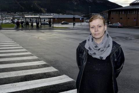 Rystet:  –  Man må ha folk på plass som kan takle jobben, sier Gunn-Hege Johannessen som fikk hjem én av to døtre    etter en busstur. Hun har selv kontaktet Nordlandsbuss etter hendelsen.foto: beate Nygård