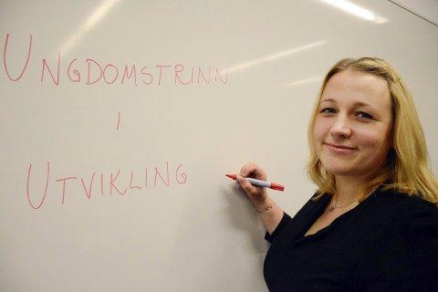Hjelper skolene: Kari Edvardsen er ansatt i en prosjektstilling som utviklingsveileder på Helgeland, og er mye på farta i vårt distrikt for å bistå skolene. Foto: Ann Kristin Kjærnli