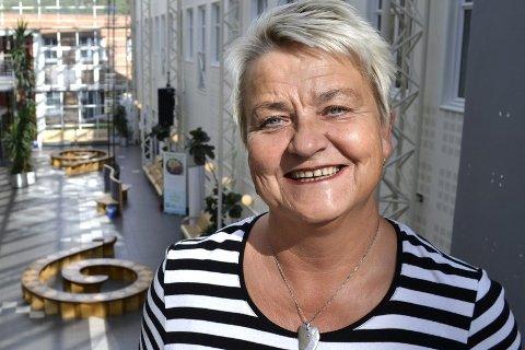GLAD: Kaia Erlandsen  er strålende fornøyd med forslaget til budsjett fra fylkesrådet. Nå skal skoleprosjektet der de videregående skolene i Rana samles ferdigstilles. Åpningen skal skje 2018/19. Foto: Beate Nygård