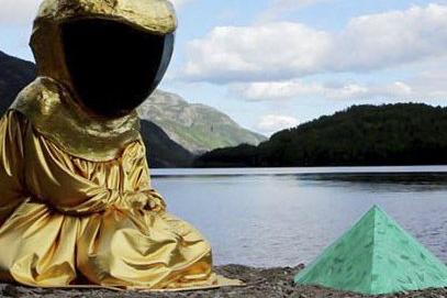ENGLER OG DEMONER: Ingrid Torvund lar hellige og hedenske symboler og figurer stå side om side i «When I go out I bleed magic».