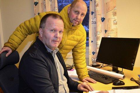 SKAL TA I MOT: Roar Åsland og Lars Petter Falch Larsen forbereder seg på å gi botilbud til voksne enslige asylsøkere samt barnefamilier. Denne uka er 50   plasser klare. FOTO: HUGO CHARLES HANSEN