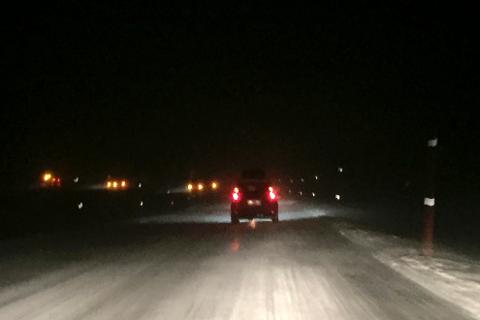 På grunn av overgang fra regn og sludd til snøbyger, ventes vanskelige kjøreforhold fra i kveld.