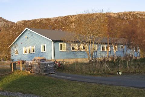 BYGGE NYTT: I løpet av 2016 vil det bli bygget en ny barnehage for smårollingene på Onøy/Lurøy. Foto: Karin Sund Olufsen