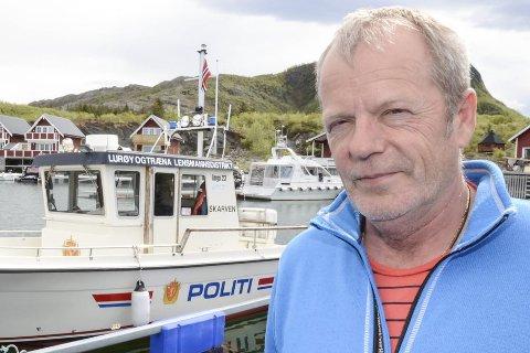 Ikke lov med nødbluss: Lensmann Kjell Ivar Vestå i Lurøy og Træna ber folk ikke benytte nødbluss som fyrverkeri nyttårsaften.
