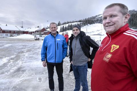 I Ekstase: Trond Olsen og John Erik Nygaard er skråsikre på at ishallen nå blir en realitet, etter tildelingen av 1,2 millioner kroner fra Johan Petter Røssvoll og Gjensidigestiftelsen.Foto: Øyvind Bratt