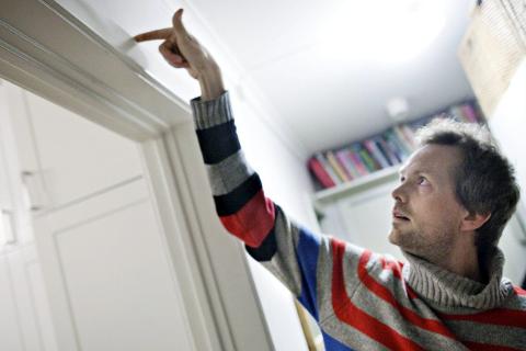 Hvit vask: For å sikre deg mot at du betaler for svart arbeid, kan du følge råd på handlehvitt.no. Foto: Thomas Winje Øijord/Scanpix