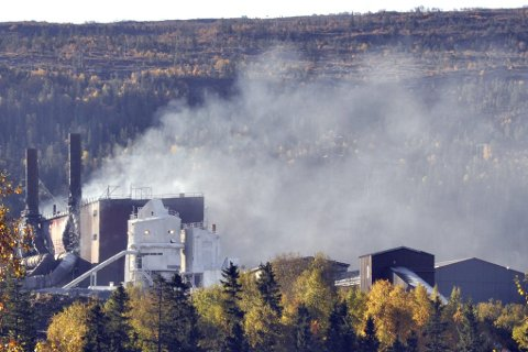 Forurensning: Våre utslipp kartlegges, måles og rapporteres. Den enkelte bedrift innretter seg etter nasjonale lover, forskrifter og regelverk og tilhørende utslippskonsesjon. Foto: Arne Forbord
