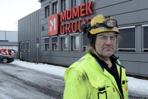 TRIST: Ole Hansen, nestleder i klubben i Momek, sier at det er veldig trist at bedriften mister 20 ansatte. Men det kom ikke som en overraskelse for noen da oppdragsmengden har gått ned. Foto: Gøran Opanashchuk