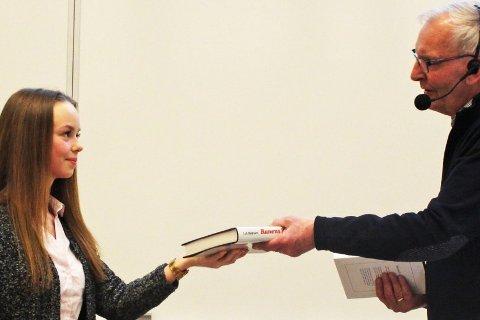 STIPENDMOTTAKER: Tina Charlotte Volløyen mottok Smeltedigelens Talentstipend av Rana Historielag denne uka. Foto: Mary Ann Dahl