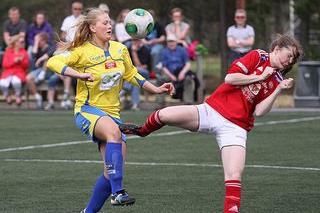 TO NYE: Lisa-Marie Karlseng Utland puttet to i går. Foto: Stein Langørgen
