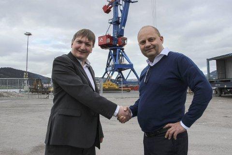 Alf A. Øverli (t.v.) blir ny daglig leder i Rana Industriterminal AS. Her sammen med styreleder Arve Ulriksen.