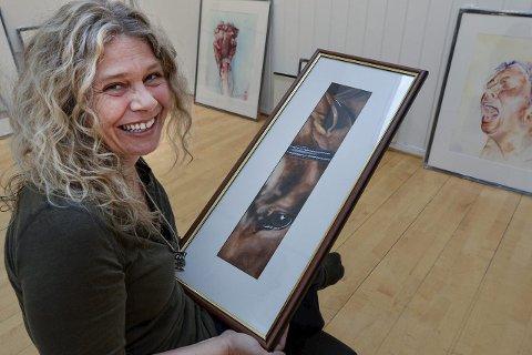 Atelier Hilde Strand har nyåpning 15. mai. - Målet er et skattekammer som åpnes litt etter litt, sier Hilde Strand. Bildet er tatt ved en tidligere anledning.