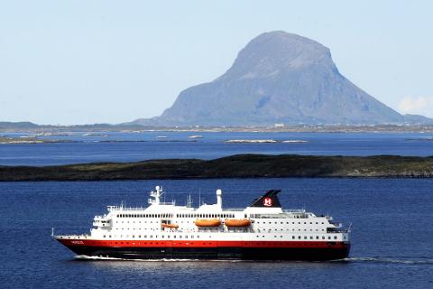NAVN: Det er kommet inn rundt 10.000 forslag til navn på ny hurtigrute som skal seile fra høsten 2016. Foto: Arne Forbord