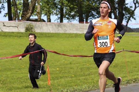 TIL TOPPS: Rolf Einar Jensen skal delta i flere motbakkeløp i sommer. I dag er det Breitinden i de Syv Søstre som gjelder. Foto: Helgelendingen