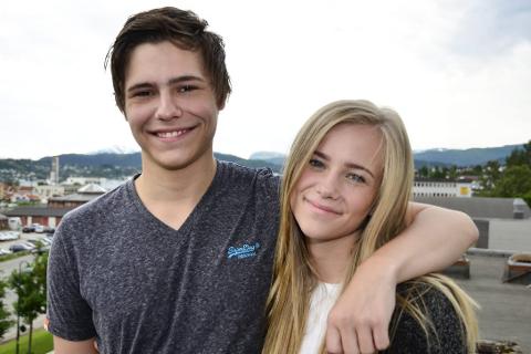 SØSKEN: Tvillingsøsknene Anders og Anniken Notler (18) tror det blir spesielt og rart å være på Utøya, men de gleder de seg til sommerleiren. Foto: Hugo Charles Hansen