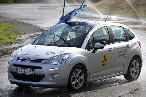 Glattkjøring: Du får testet ferdighetene på glatta på Røssvoll i helga.Foto: NAF