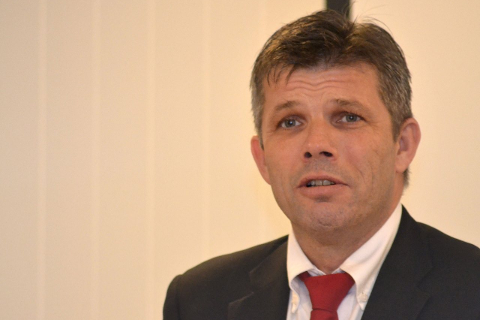GIR: Ordfører Bjørnar Skjæran og resten av formannskapet har vedtatt å gi ti kroner per lurøyfjerding. Foto: Beate Nygård
