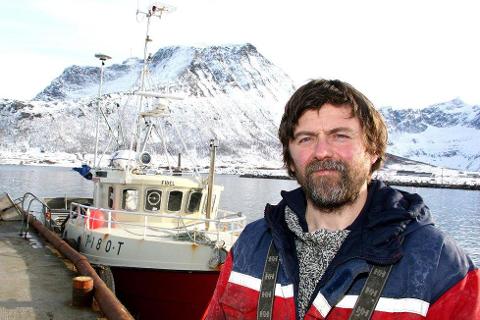 Paul O. Jensen og båten Fidel. Foto: Torkil Emberland
