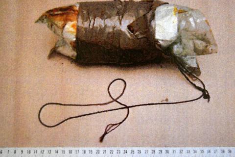 BESLAG: Til sammen fem slike pakker ble funnet gjemt i spesiallagede hulrom i bilen med de to litauerne som ble stoppet i Rana i fjor. Foto: Helgeland politidistrikt