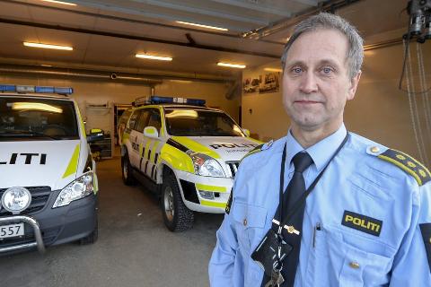 POLITI: Stasjonssjef ved Mo i Rana politistasjon, Roald Bjerkadal, sier psykiatriske oppdrag er blitt en del av hverdagen for politiet på Helgeland. Han sier     dette tar enorme ressurser fra politiet. Foto: Øyvind Bratt