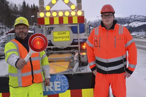 STOPP: Hvis Odd Erik Frydenlund, Gunnar Nilsen eller noen av deres kollegaer sier stopp så gjør de det av god grunn, men ikke alle respekterer det, og da kan det bli farlig. Foto: Viktor Leeds Høgseth