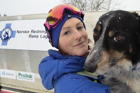 Samkjørte: Susanne Tortenvik med sin Border Collie, «Mist», som har vært godkjent lavinehund i to år. Foto: Ann Kristin Kjærnli