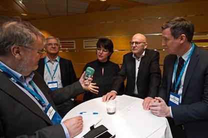 Samling: Marianne Bremnes nestleder Senja Petro sammen med Ørjan Robertsen LoVe Petro og Kjell Giæver leverandønettverket Petro Arctic. Foto: Per Torbjørn Jystad