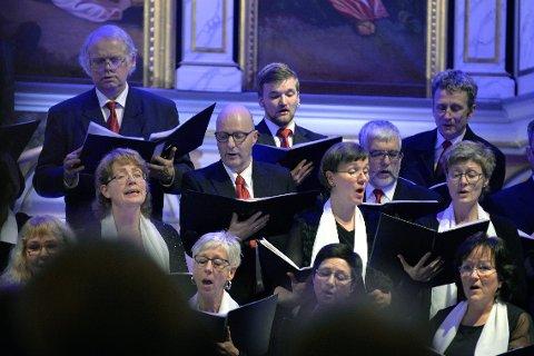 Helgeland Kammerkor består av omtrent 35 sangere og ble stiftet i Sandnessjøen i 1992. Foto: Beate Nygård
